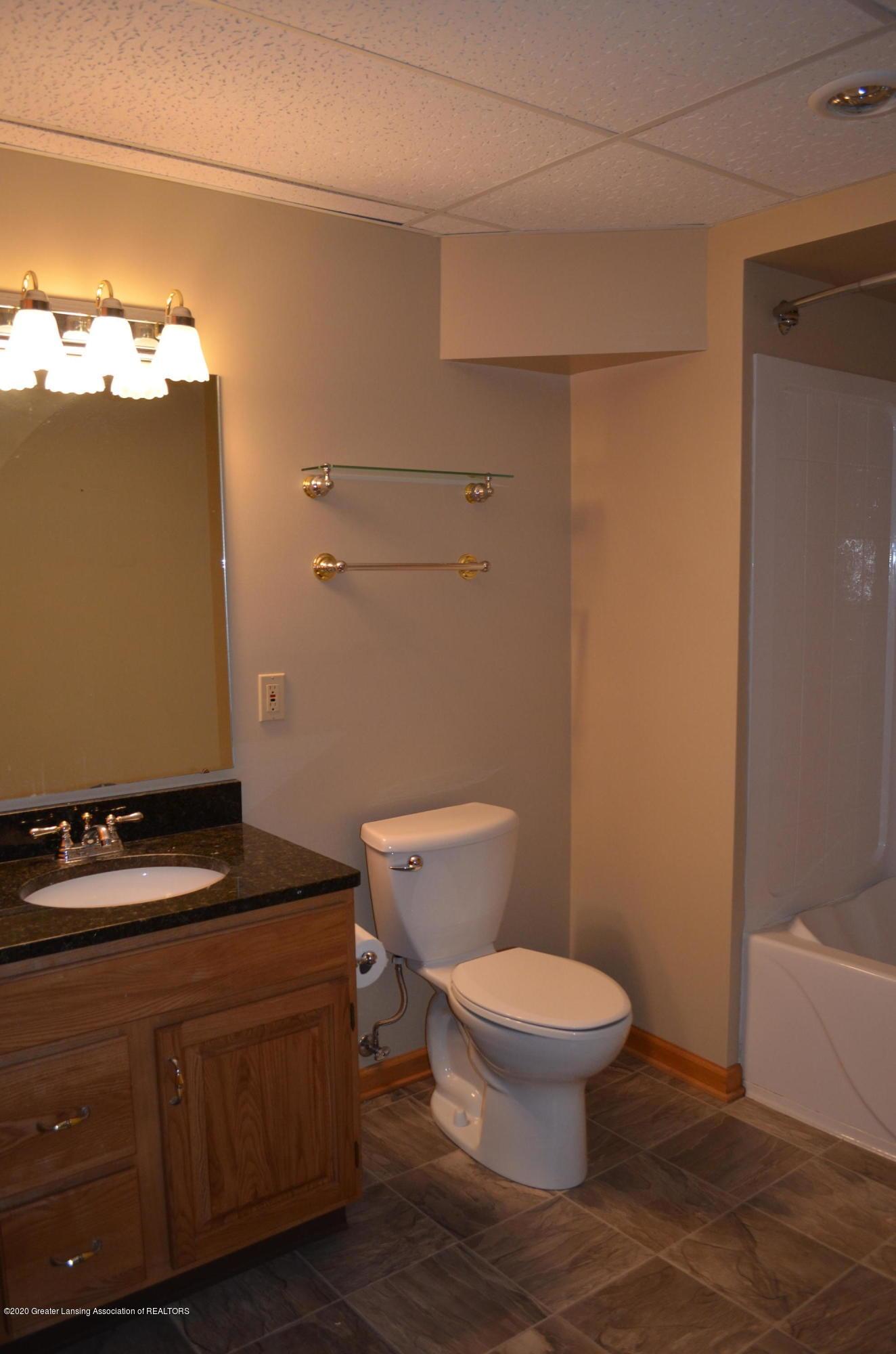 2349 Barnsbury Rd - Lower Level Full Bath - 35