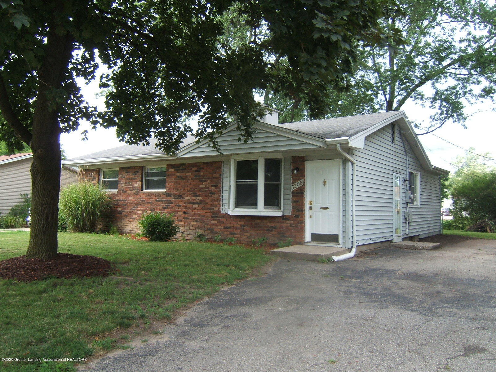 3208 W Jolly Rd - front - 1