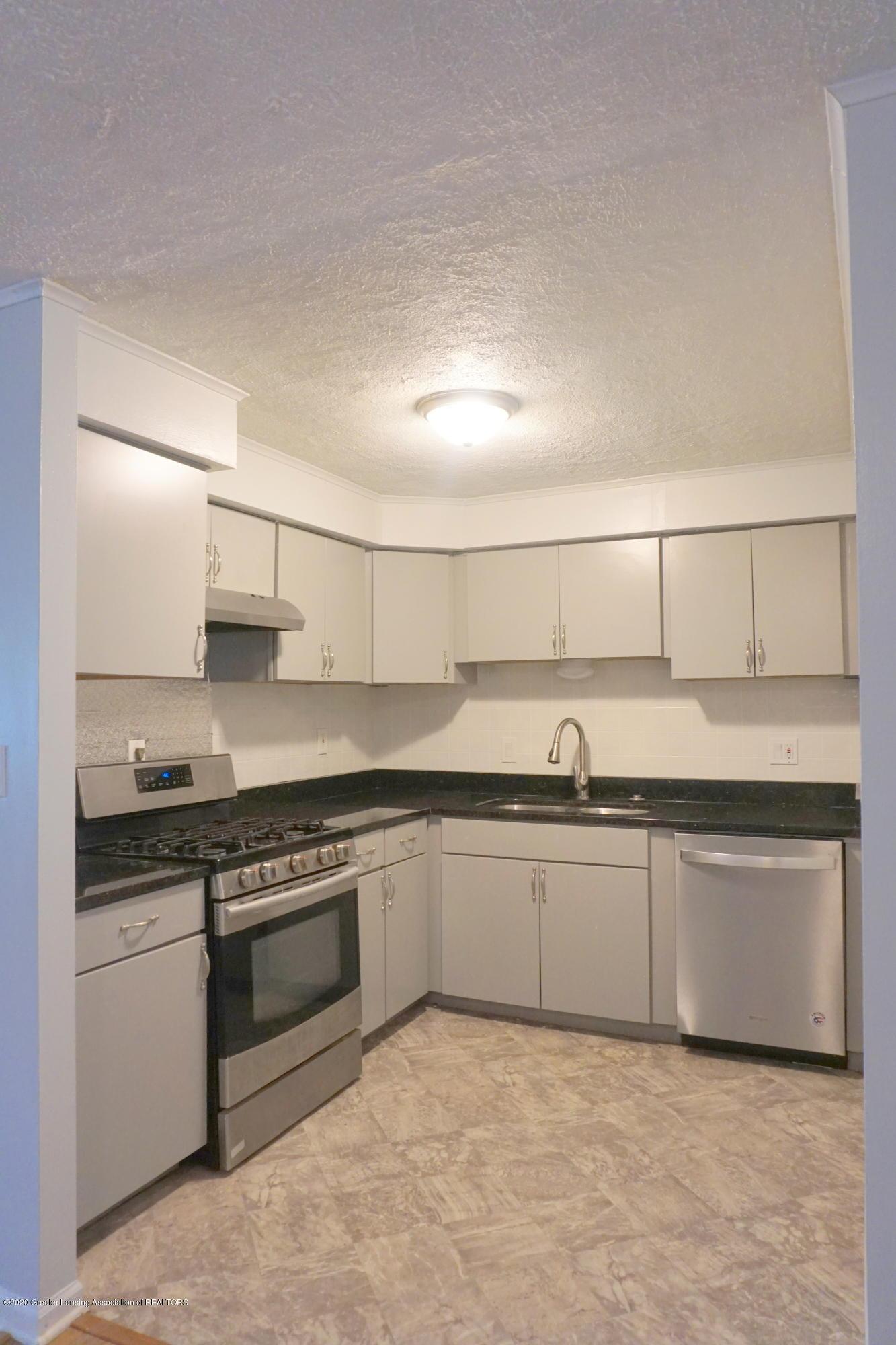 1141 Haslett Rd - Kitchen - 3