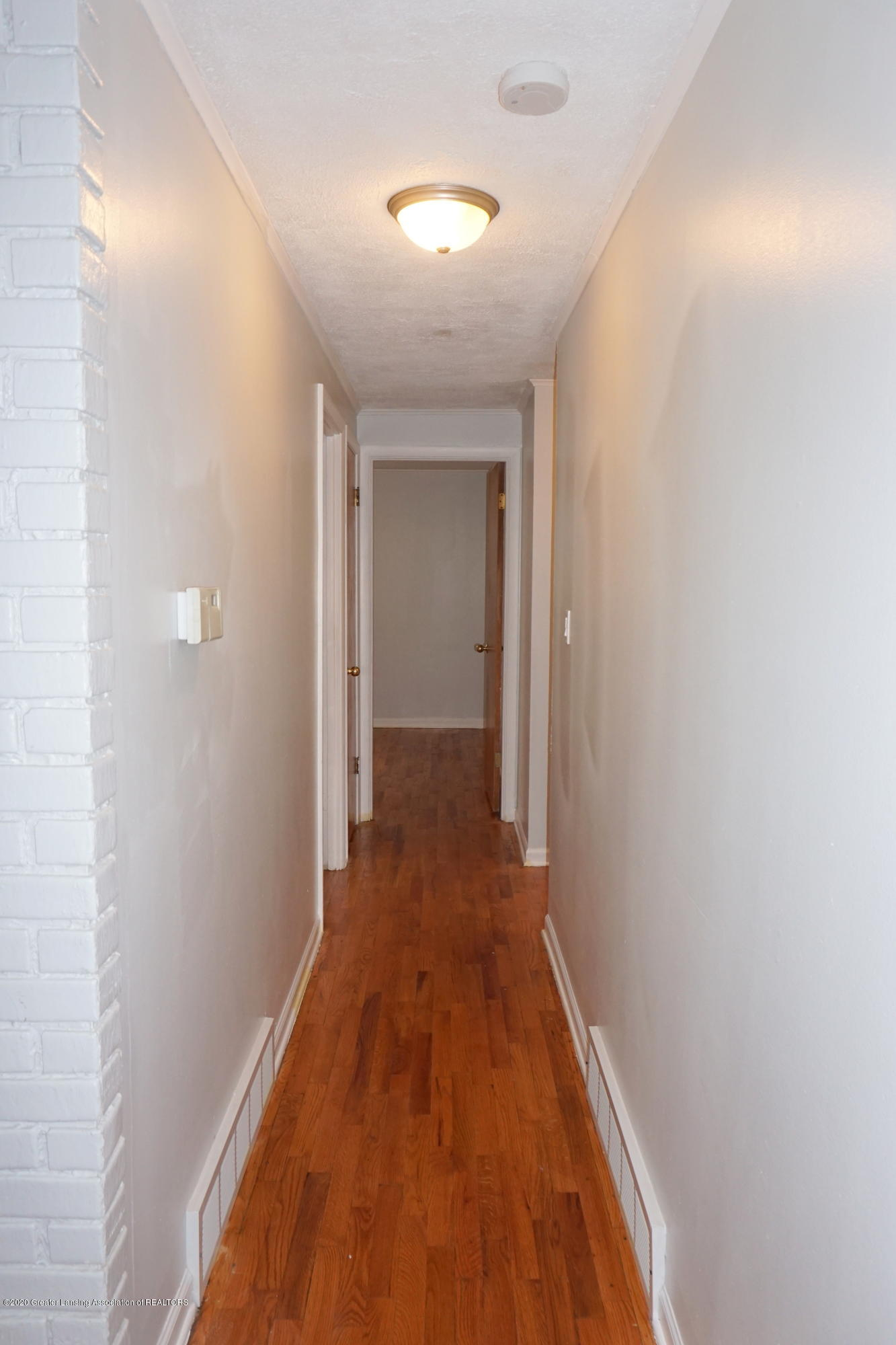 1141 Haslett Rd - Hallway - 8