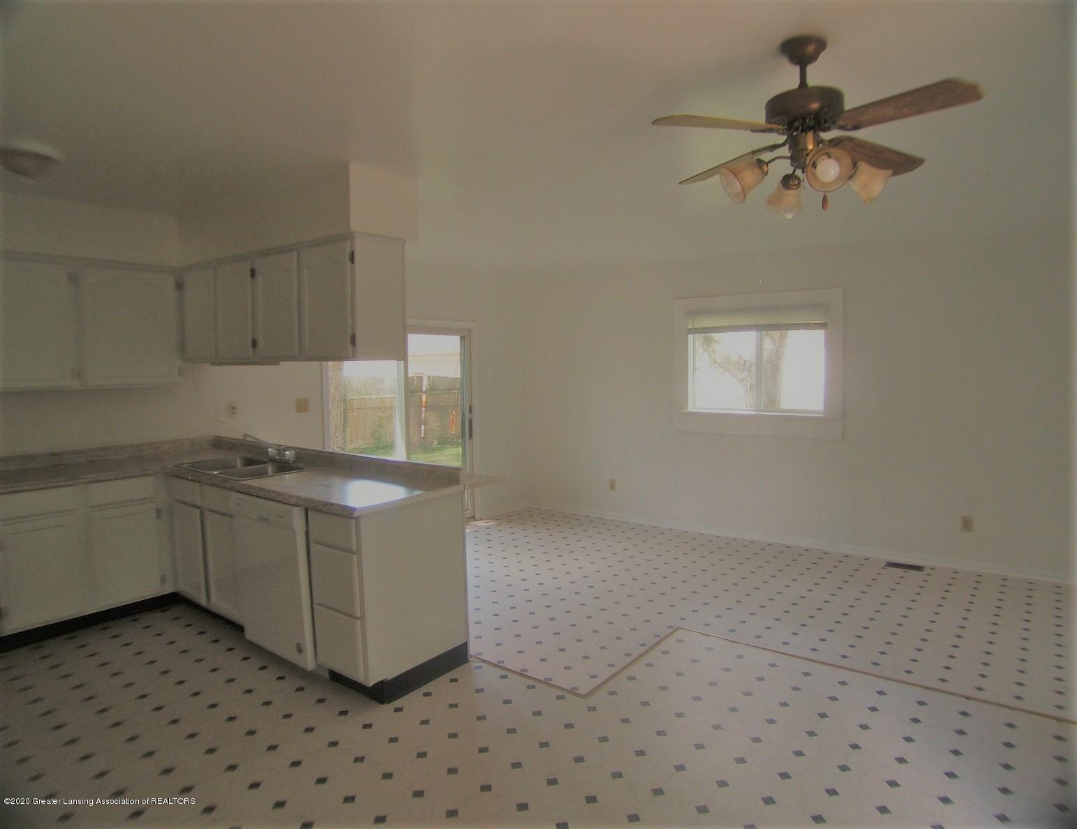 3208 W Jolly Rd - Kitchen - 6