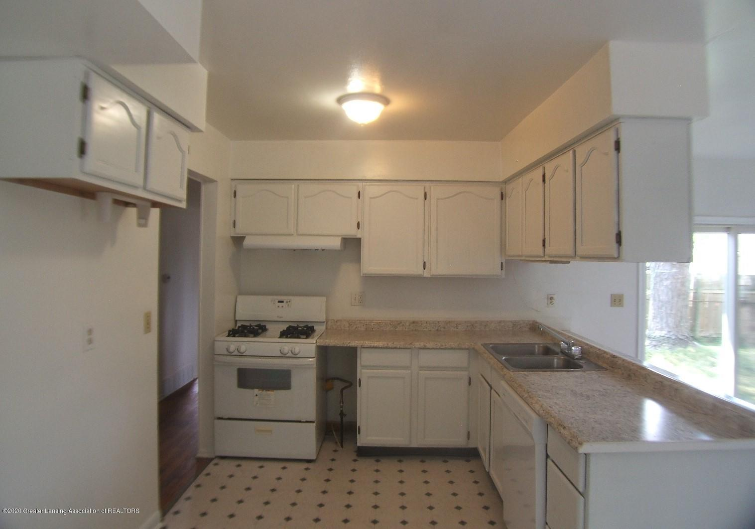 3208 W Jolly Rd - Kitchen - 7