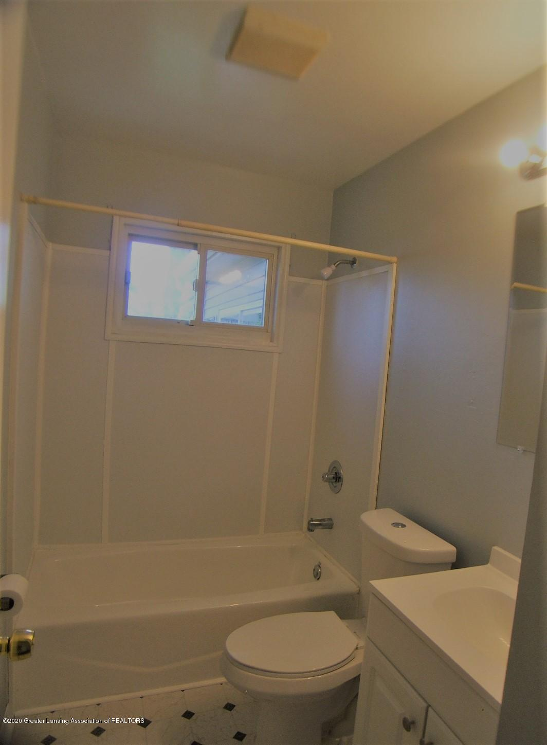 3208 W Jolly Rd - Full New Bath - 9