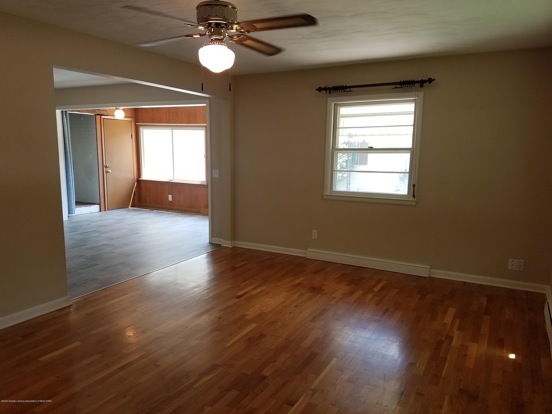 403 Meadowview Dr - Living Room - 7