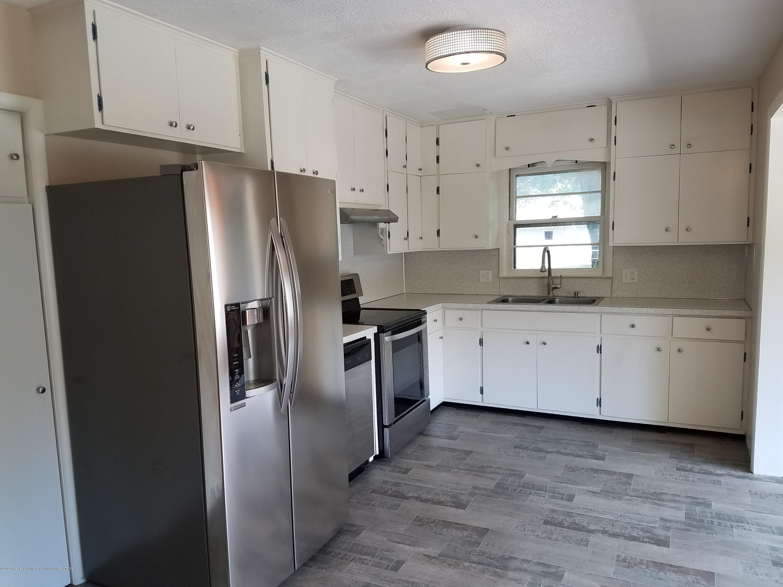 403 Meadowview Dr - Kitchen - 3