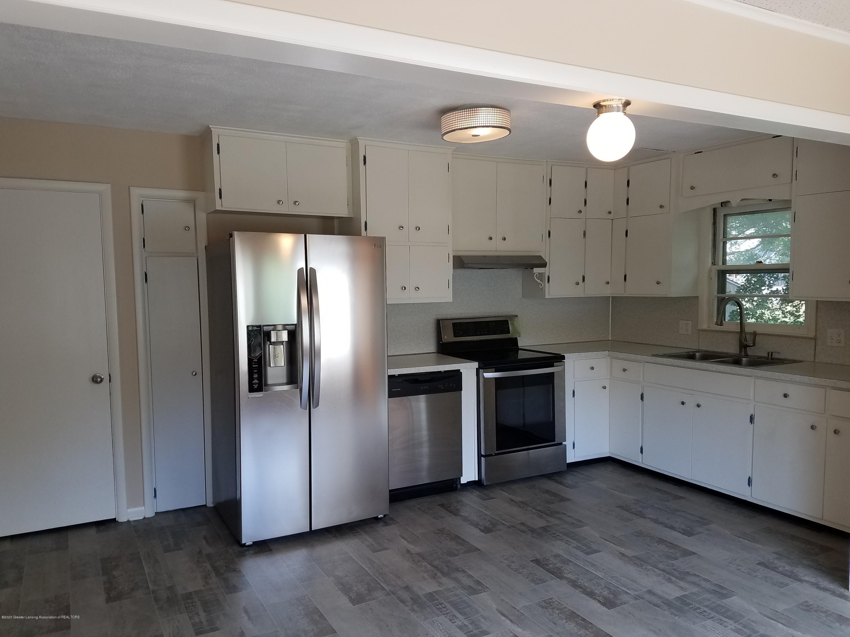 403 Meadowview Dr - Kitchen - 2