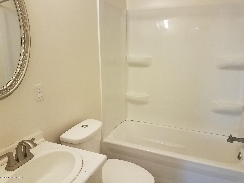 403 Meadowview Dr - Bathroom - 15