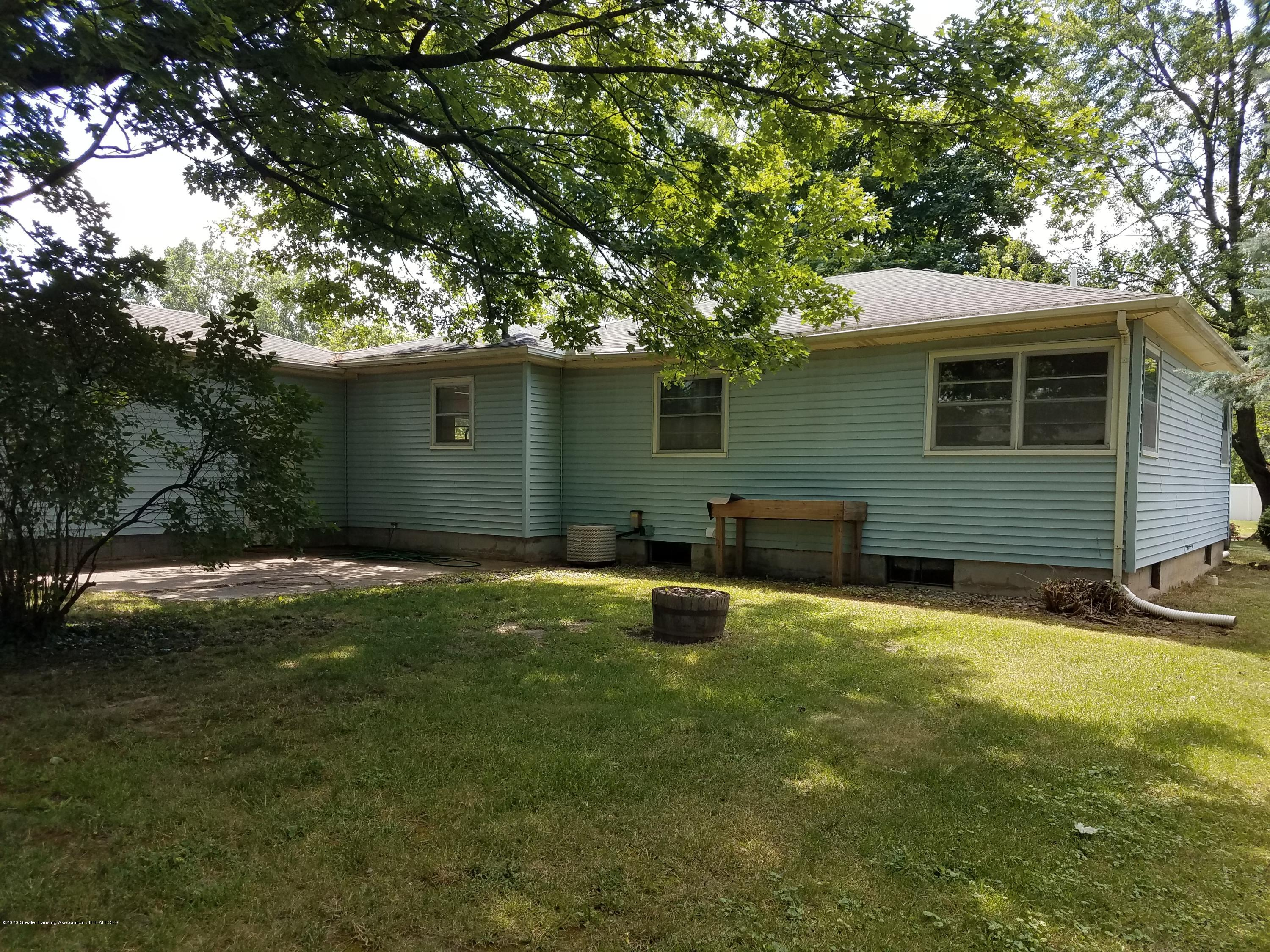 403 Meadowview Dr - Back - 23