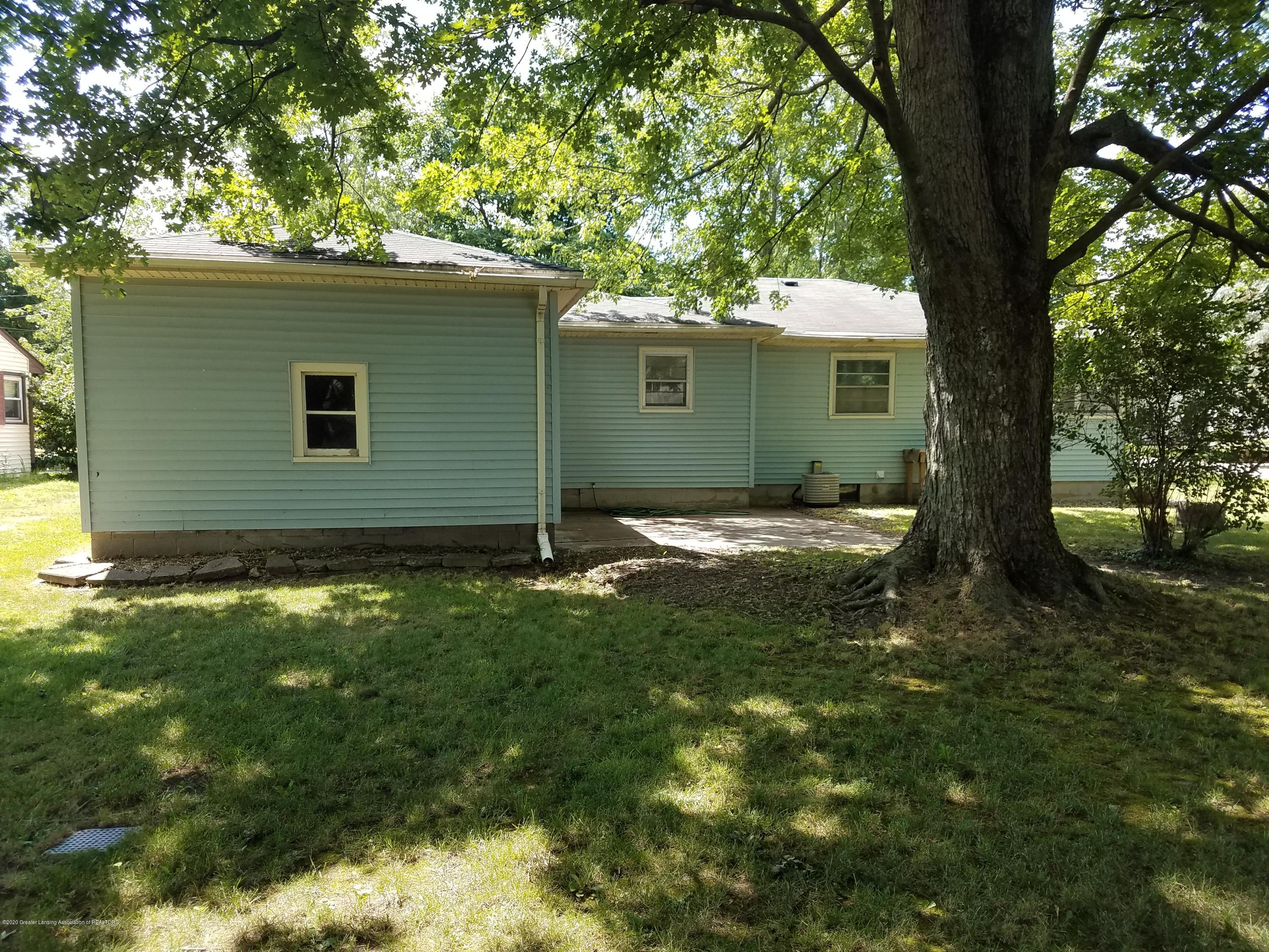 403 Meadowview Dr - Back - 24