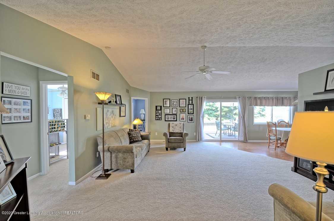 4402 Hyacinth Ln - Living Room - 5