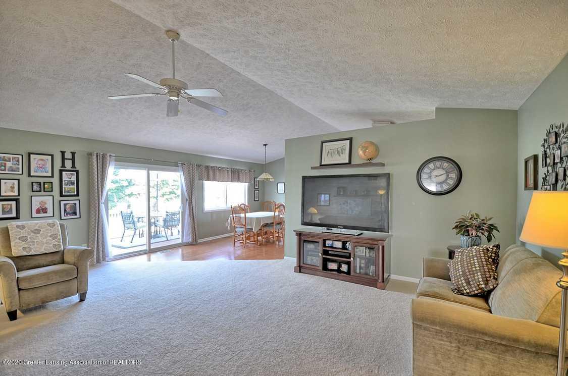 4402 Hyacinth Ln - Living Room - 3