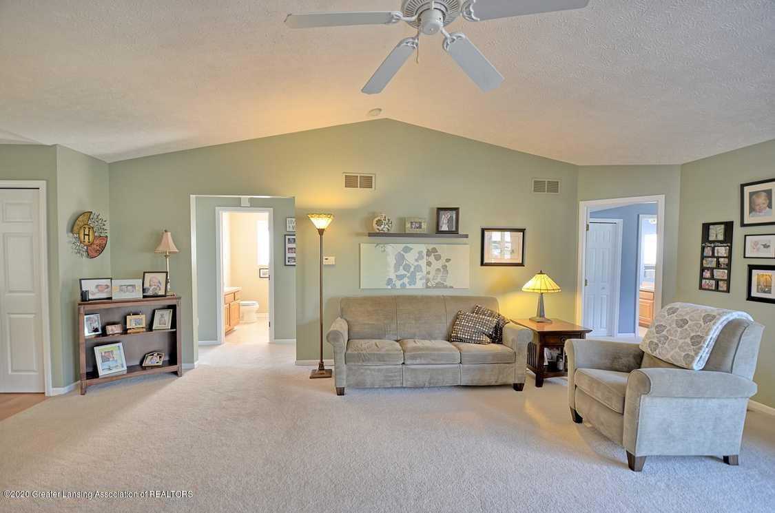 4402 Hyacinth Ln - Living Room - 4