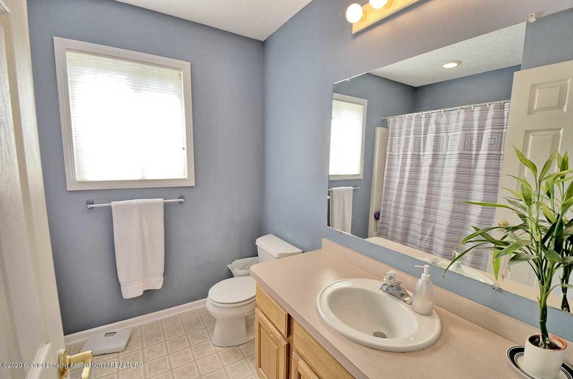 4402 Hyacinth Ln - Main bedroom bathroom - 13