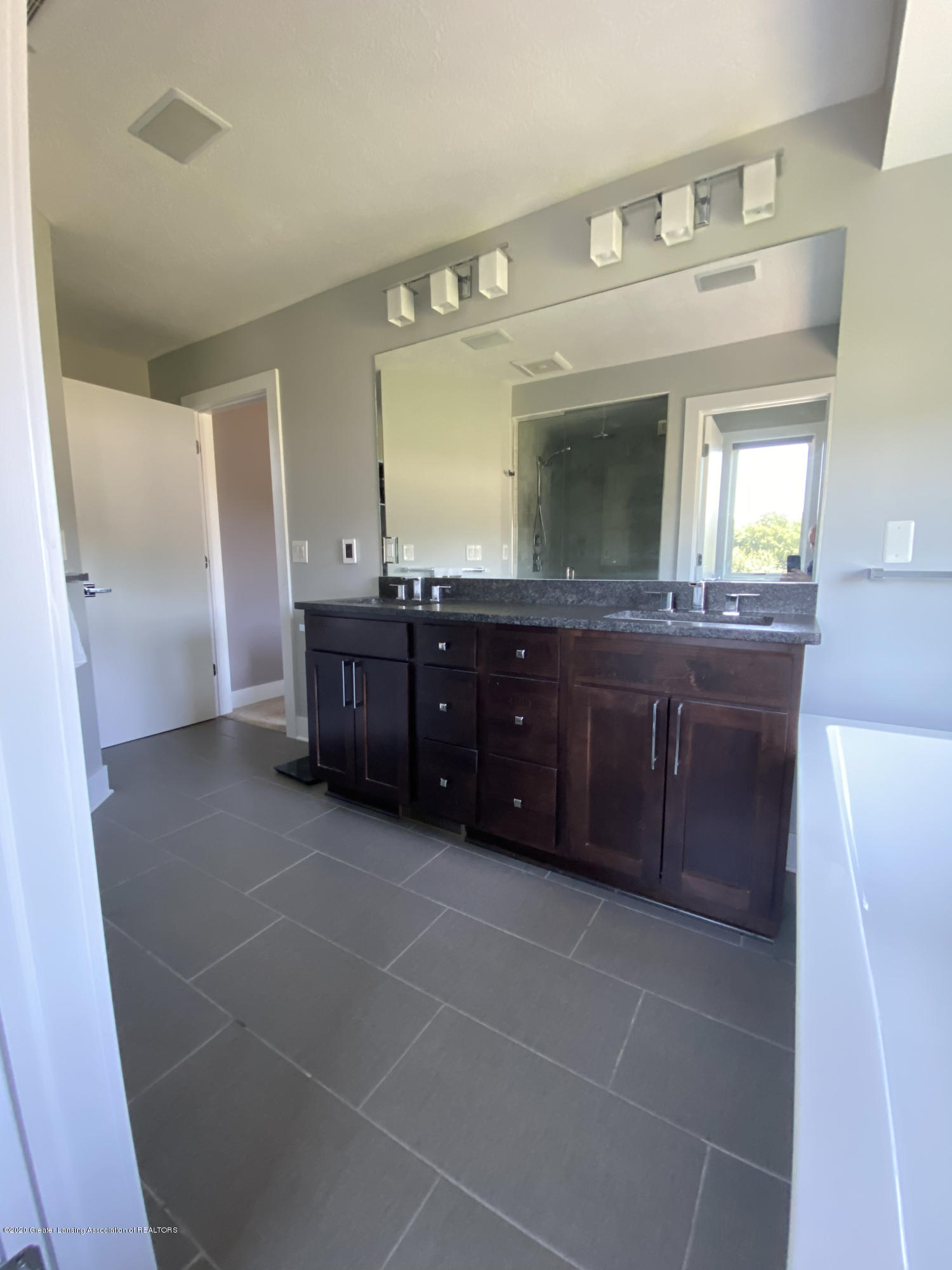 980 Audubon Rd - Master Bath - 28