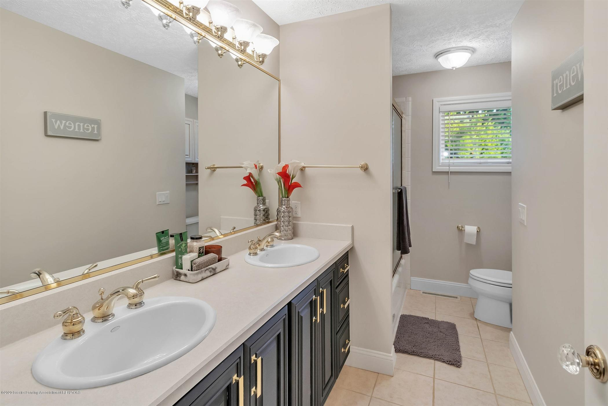 509 Walbridge Dr - MAIN FLOOR Full Bathroom - 29