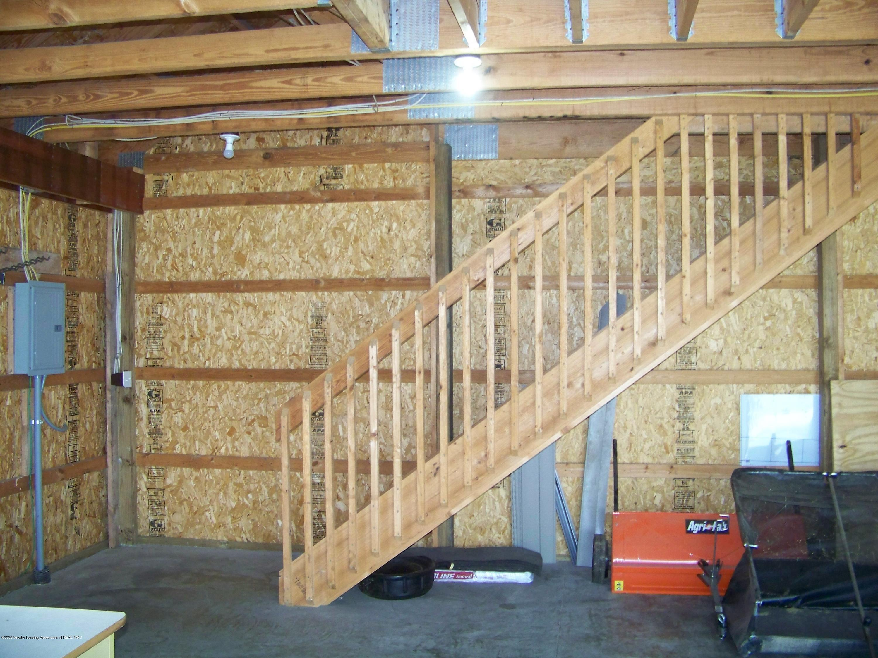 6199 Springport Rd - Carriage House Stairs - 43