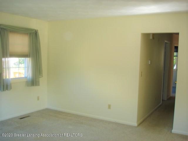 406 Giles St - Living Room - 10