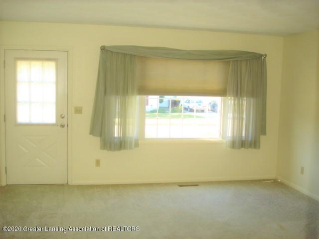 406 Giles St - Living Room - 11