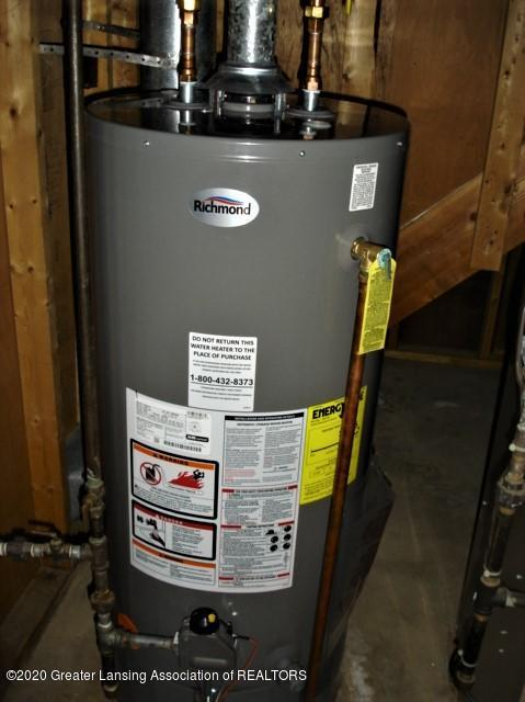 406 Giles St - water heater - 23