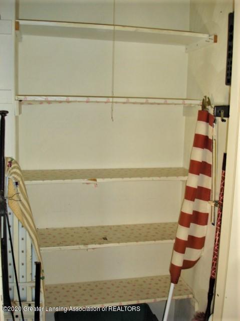 406 Giles St - Shelves - 27