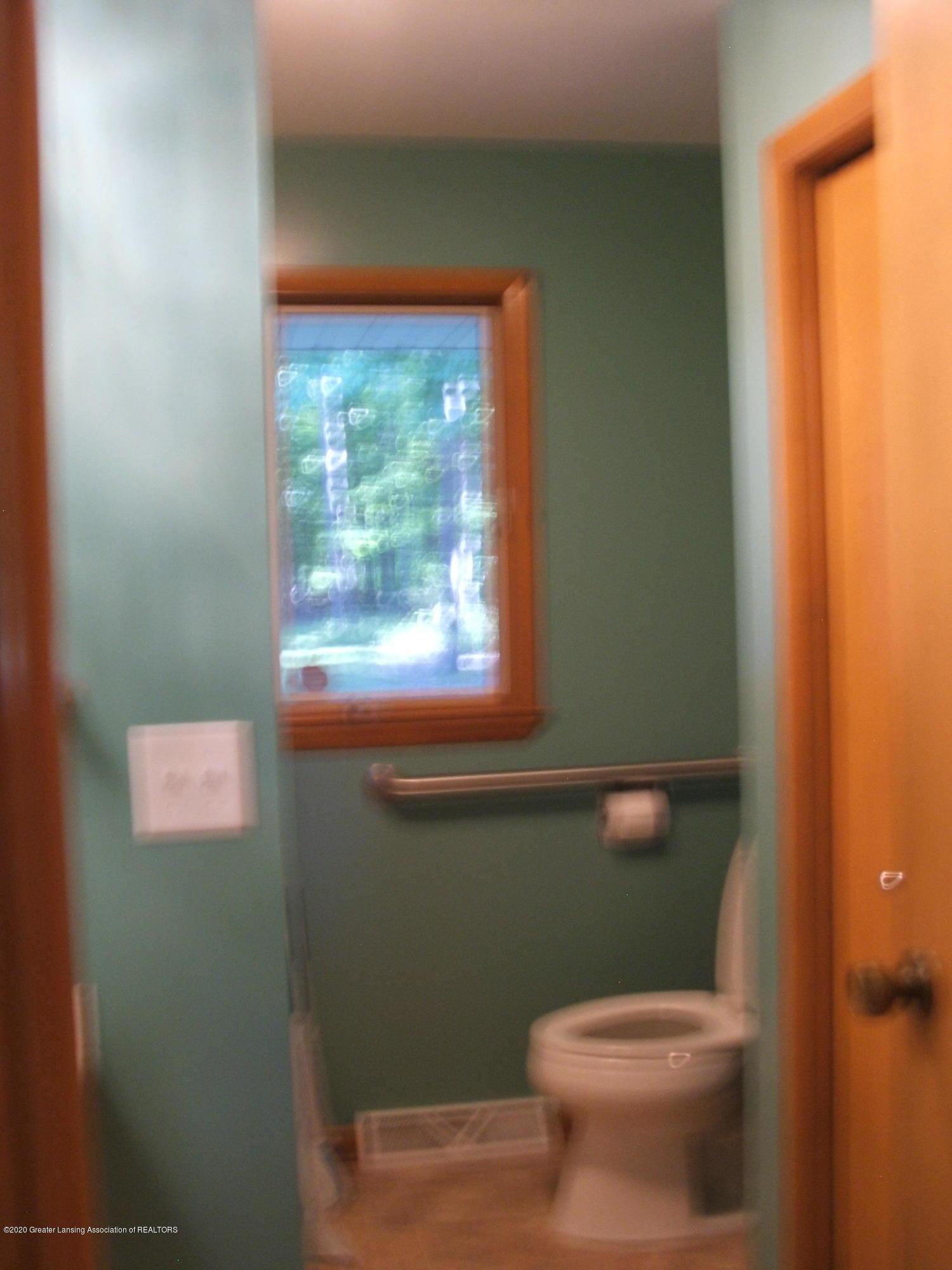 2293 M 21  - Bathroom - 11