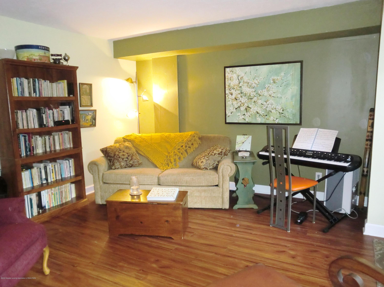 615 Glenmoor Rd 1a - Living Room - 10