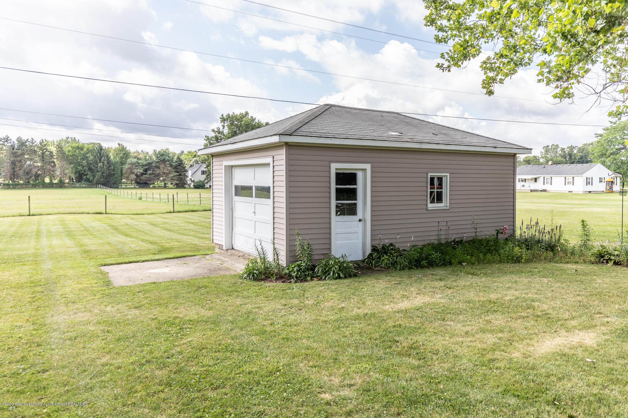 205 W Herbison Rd - Pole barn/shed - 36