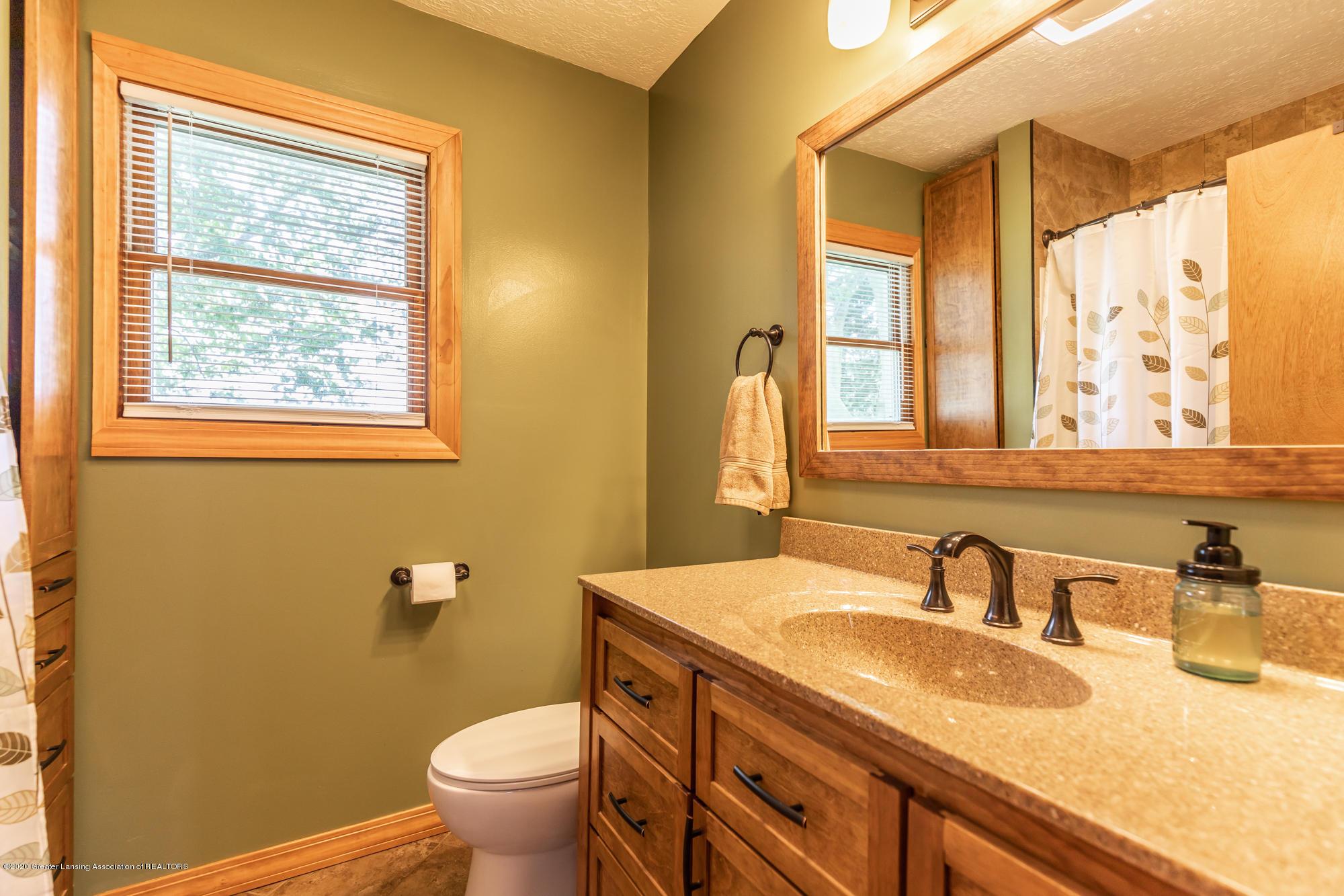 205 W Herbison Rd - Main Floor Bathroom - 21