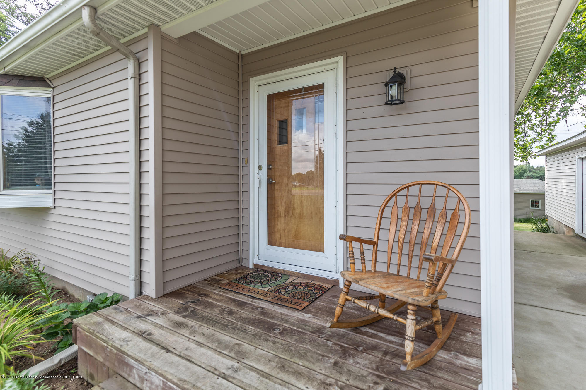205 W Herbison Rd - Front Porch - 4