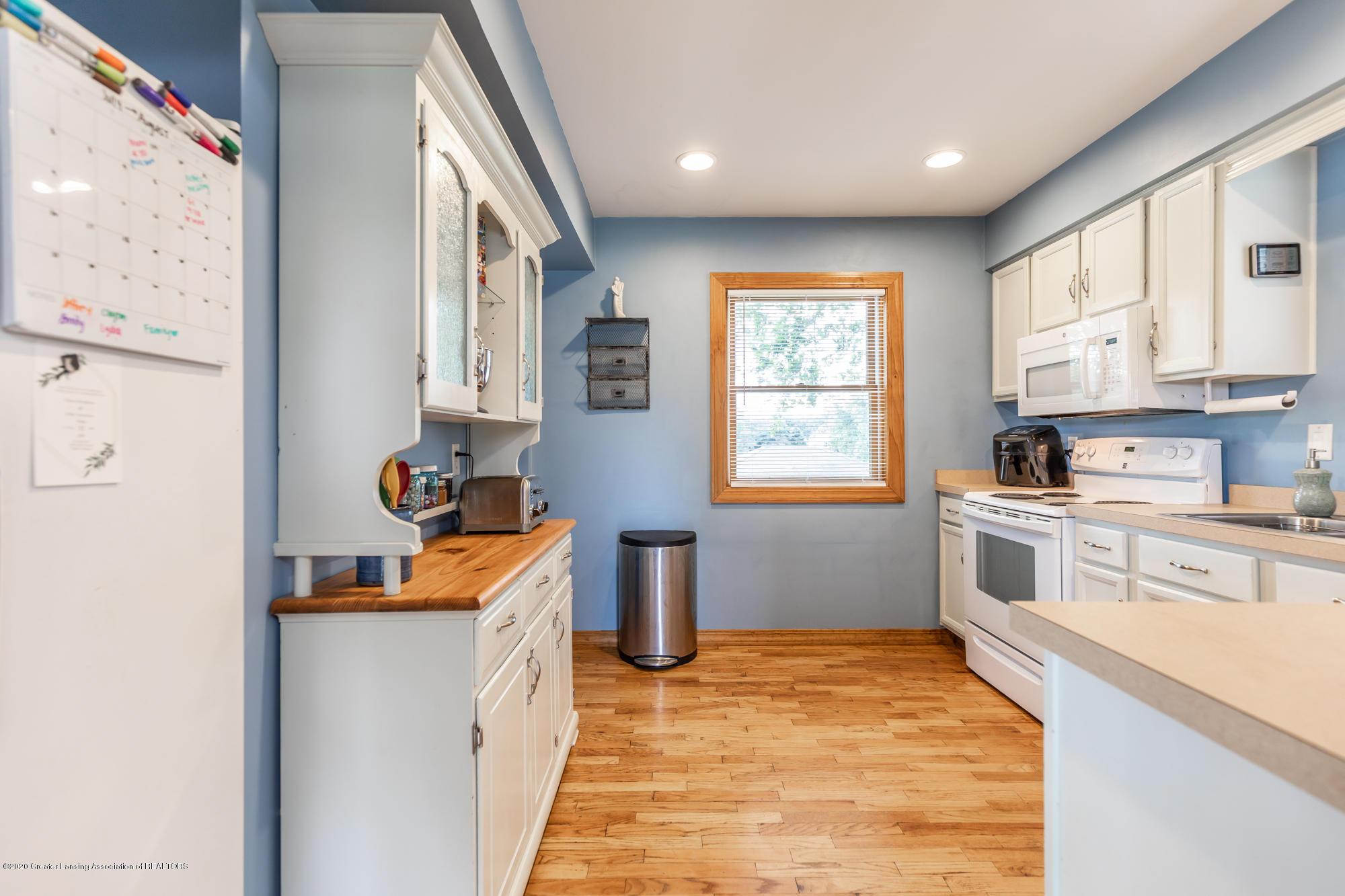 205 W Herbison Rd - Kitchen - 10