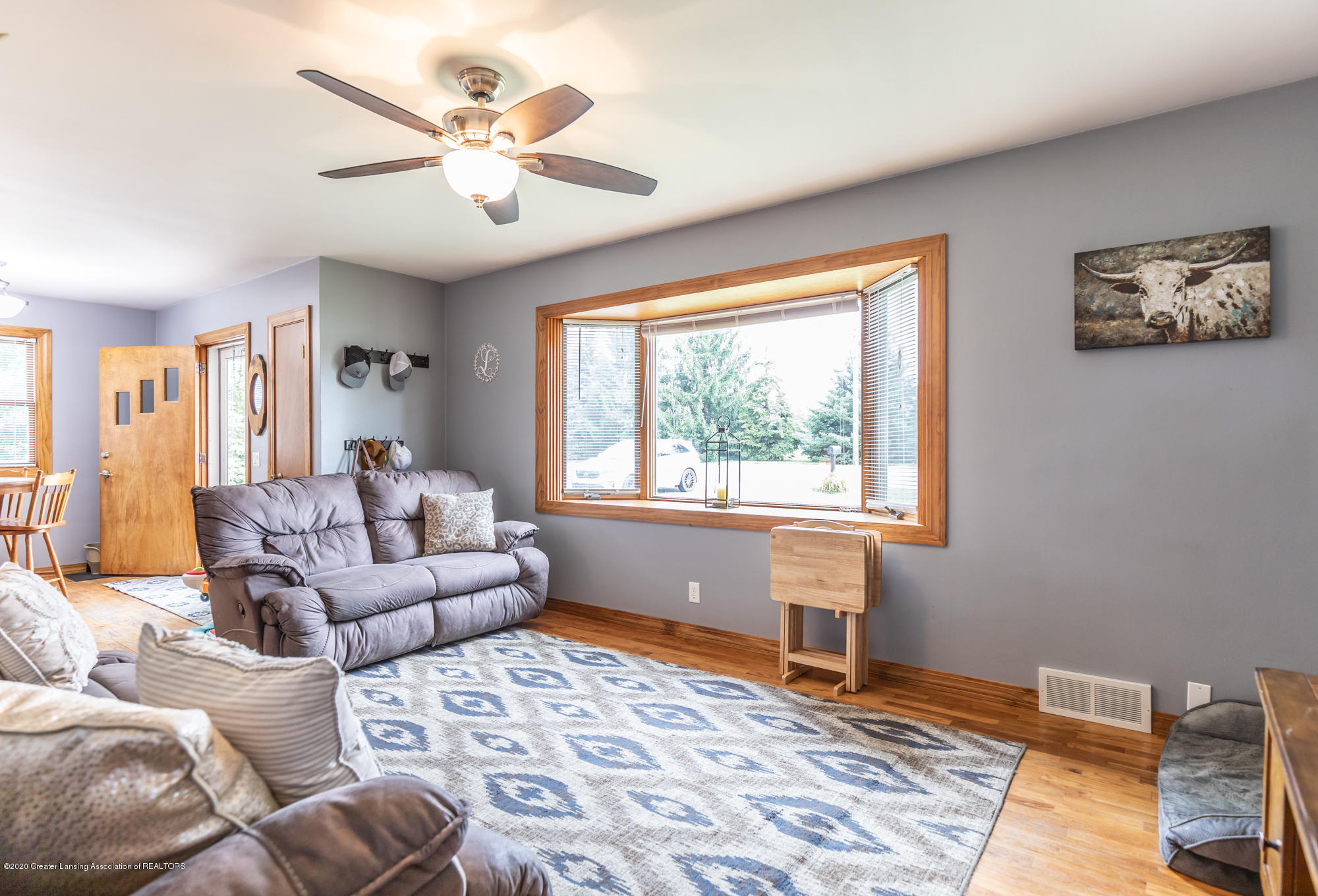 205 W Herbison Rd - Living Room - 8