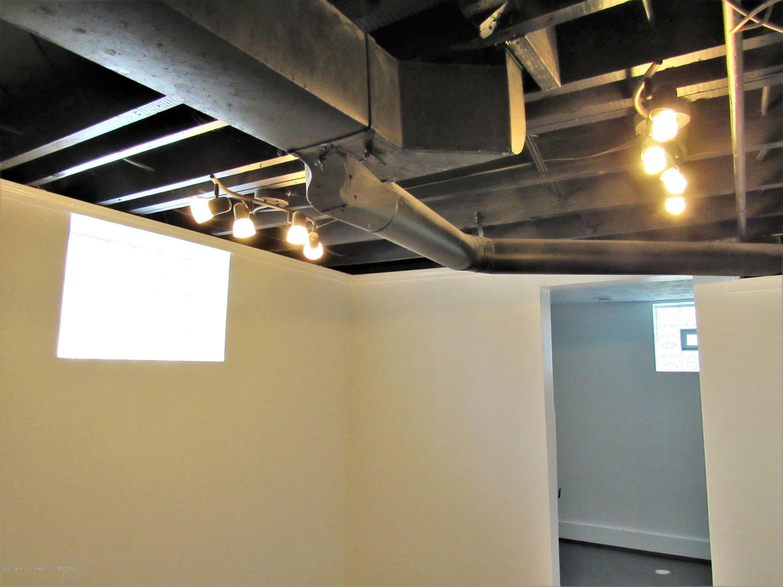 1308 W Ottawa St - Family Rm Ceiling - 27