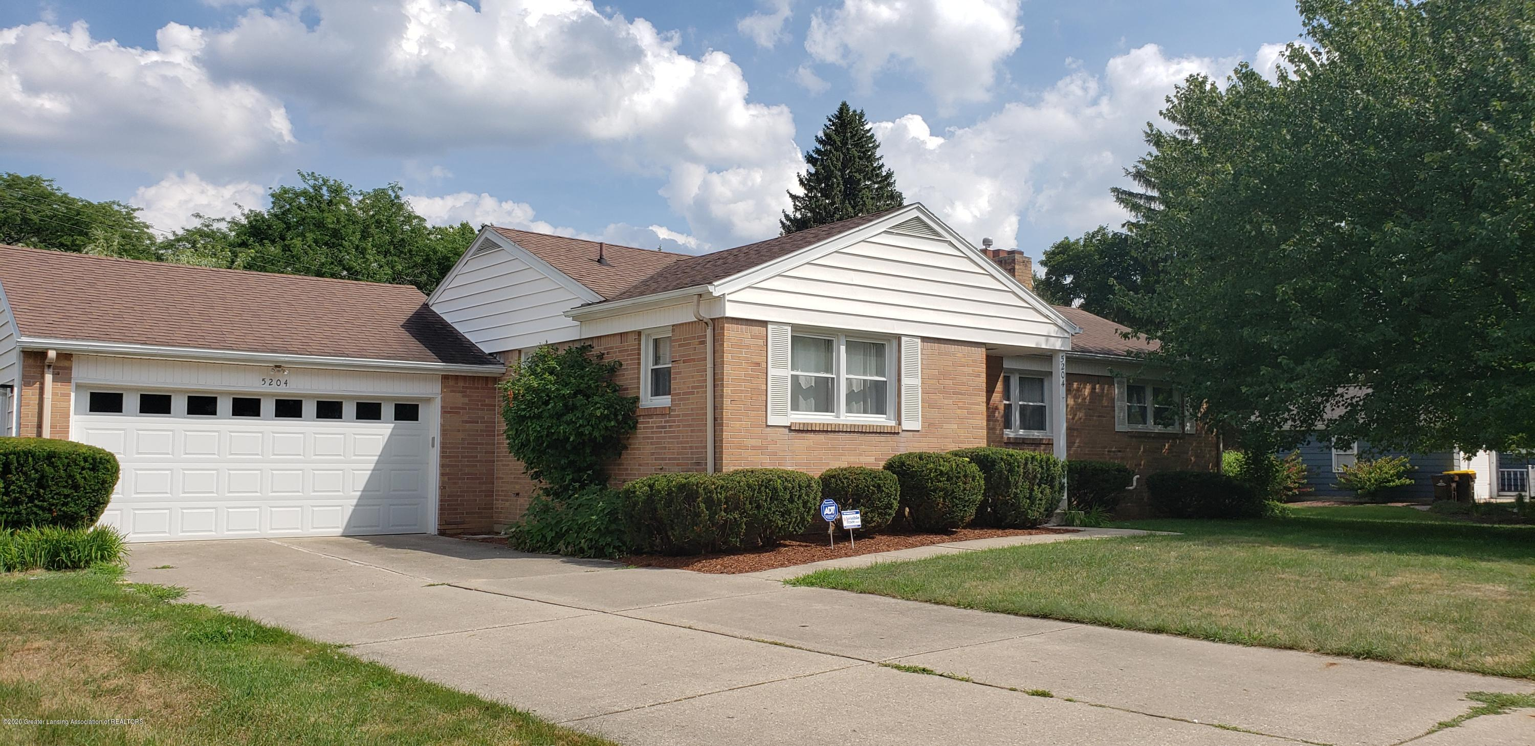 5204 E Brookfield Dr - Brookfield-Front2 - 2