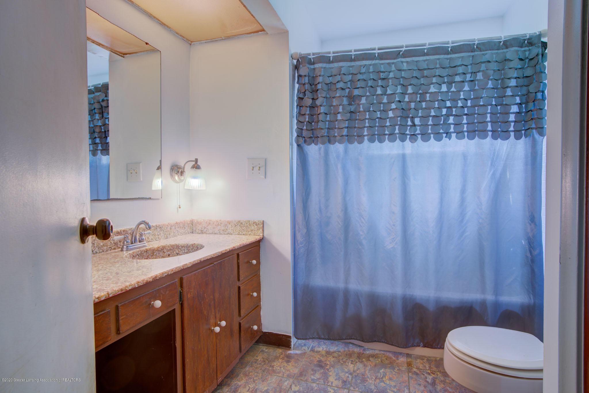2400 Washington Rd - Full Bath - 12