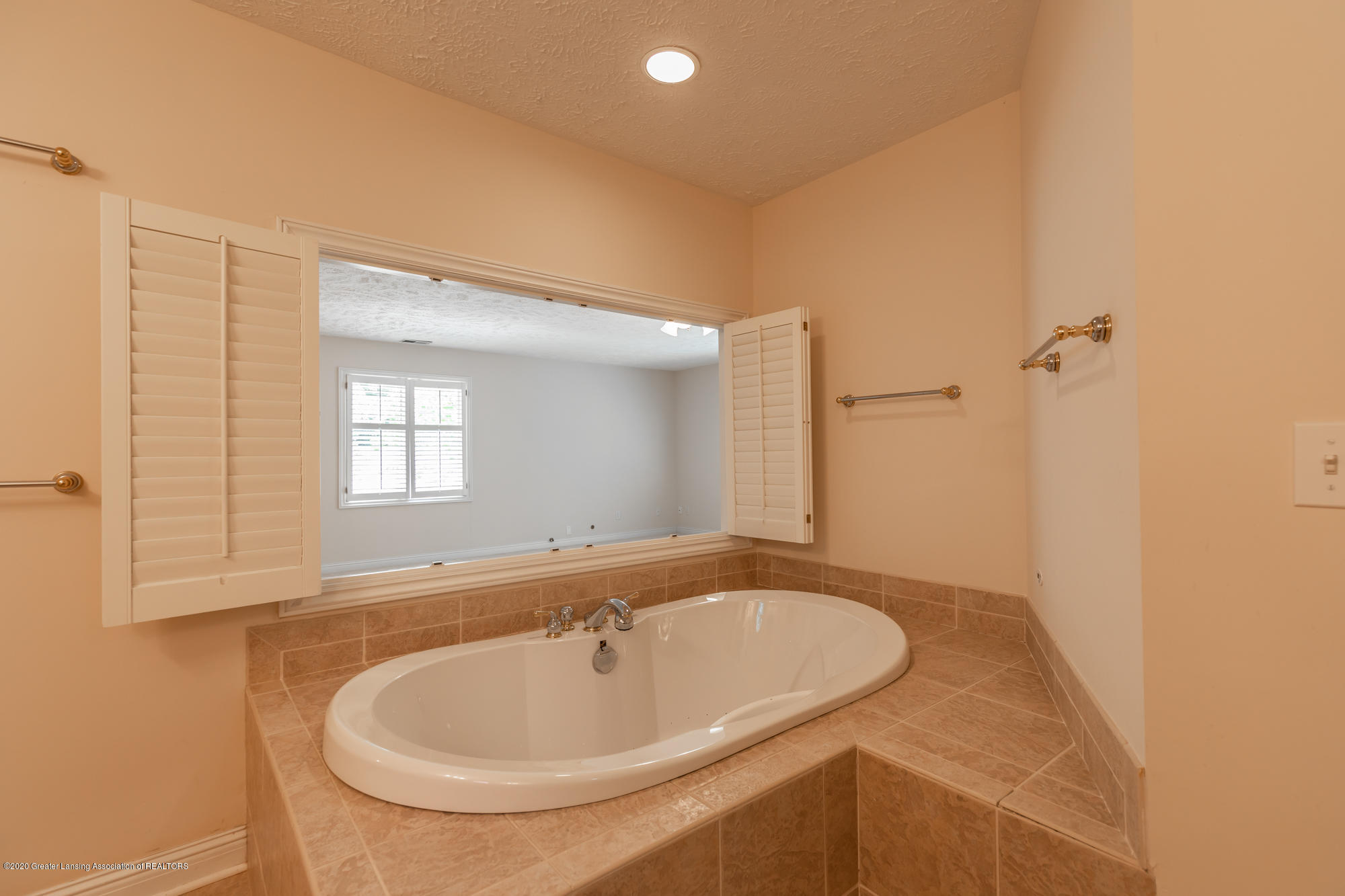 2072 Riverwood Dr - riverwoodmasterbath2(1of1) - 24