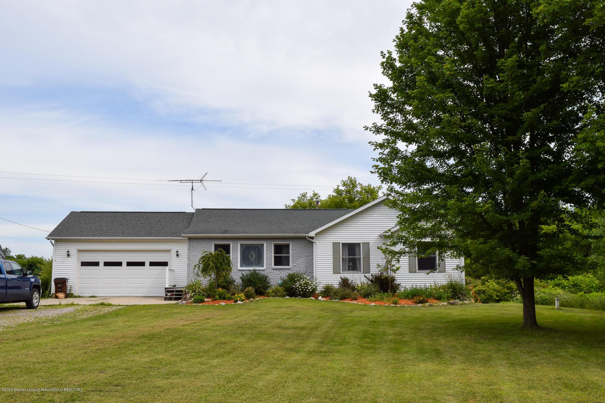 8346 W Bennington Rd - Front of home - 2