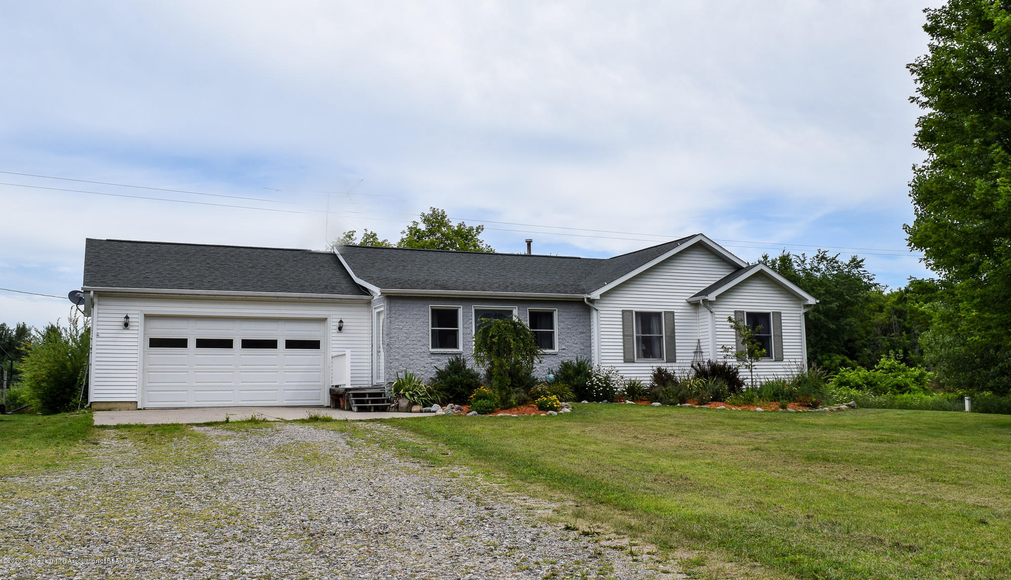 8346 W Bennington Rd - Front of home - 3