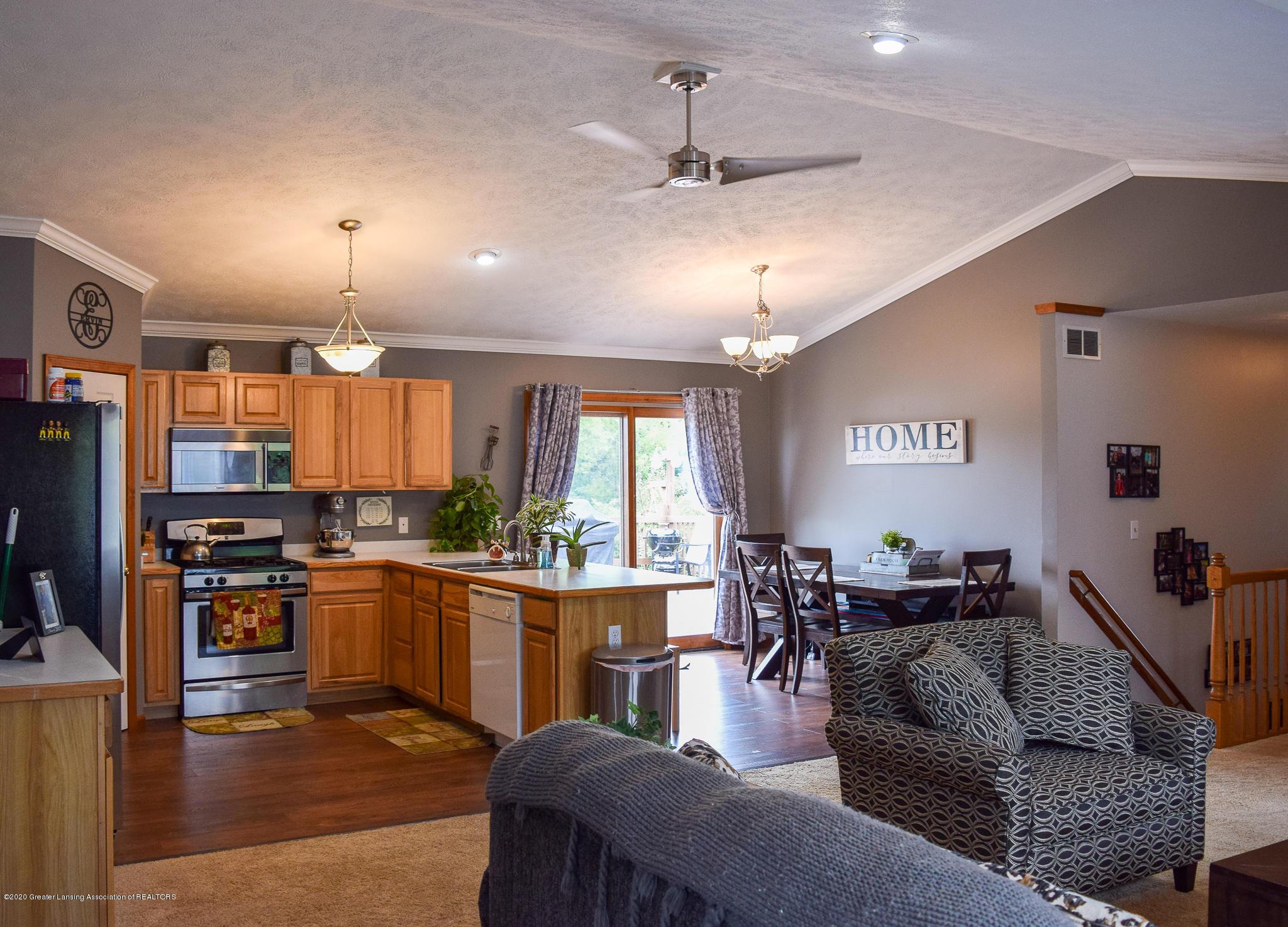 8346 W Bennington Rd - Living and Kitchen - 11