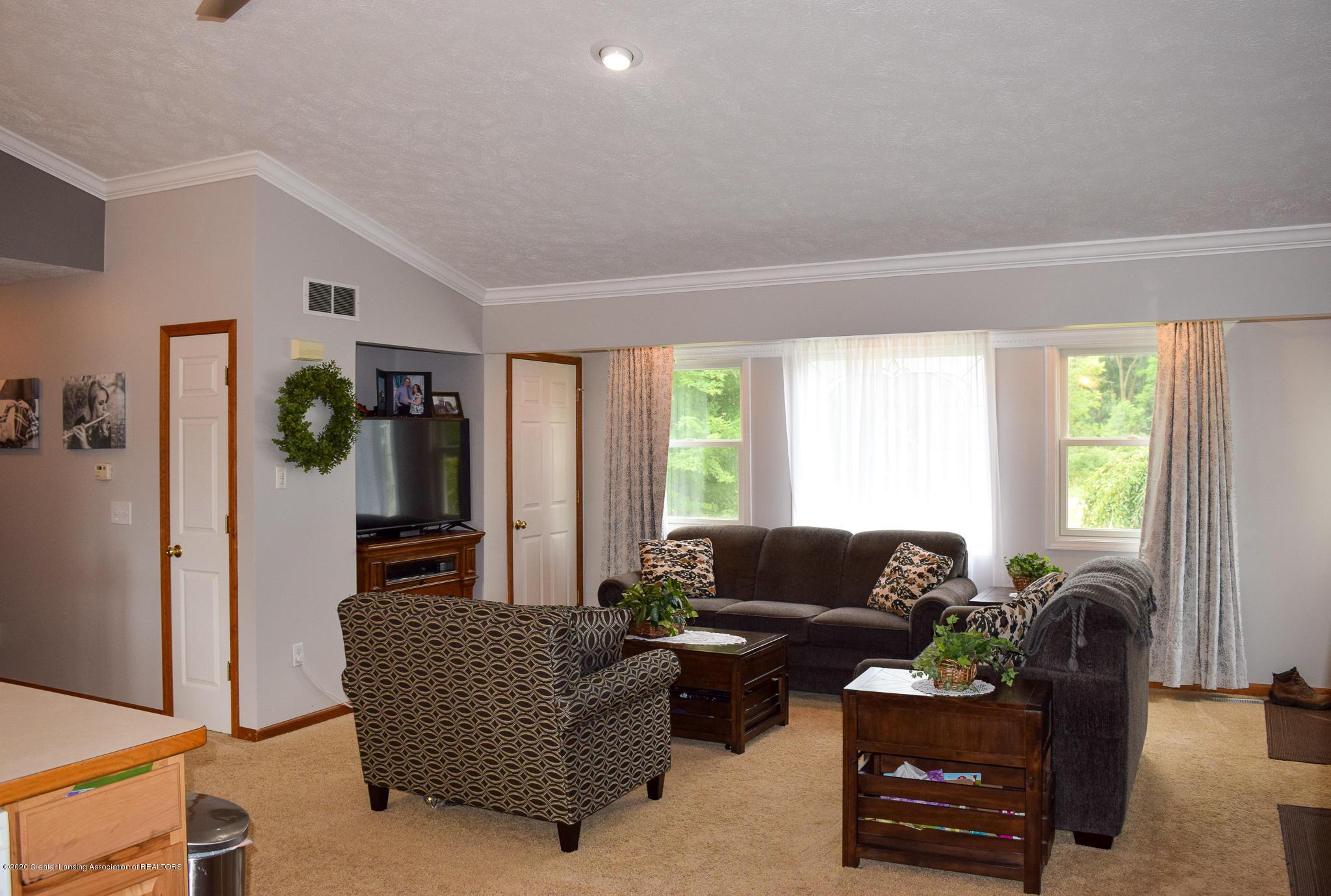 8346 W Bennington Rd - Living Room - 12