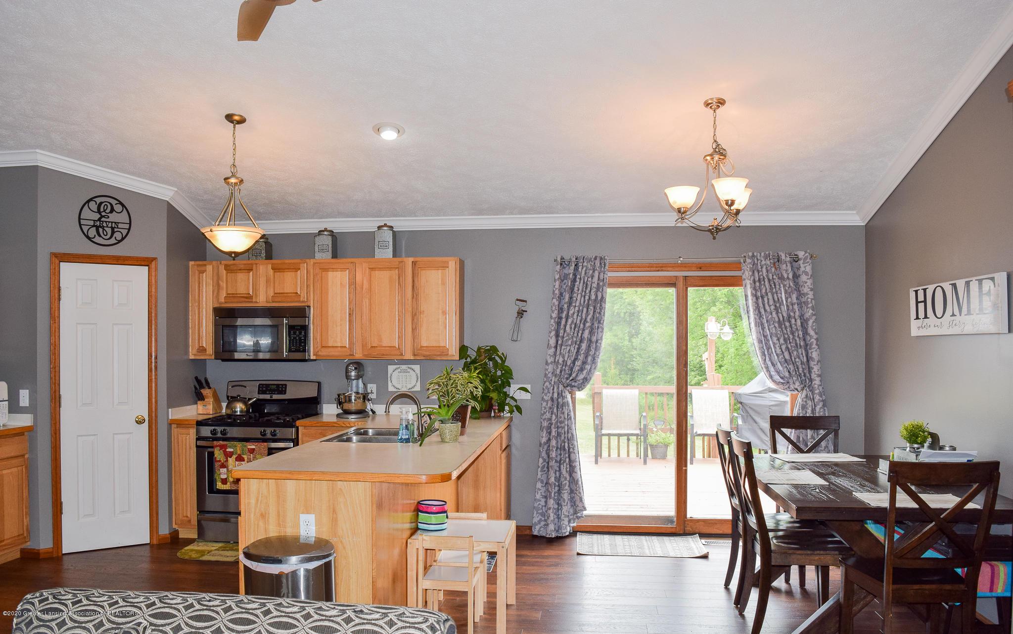 8346 W Bennington Rd - Kitchen/Dining - 18