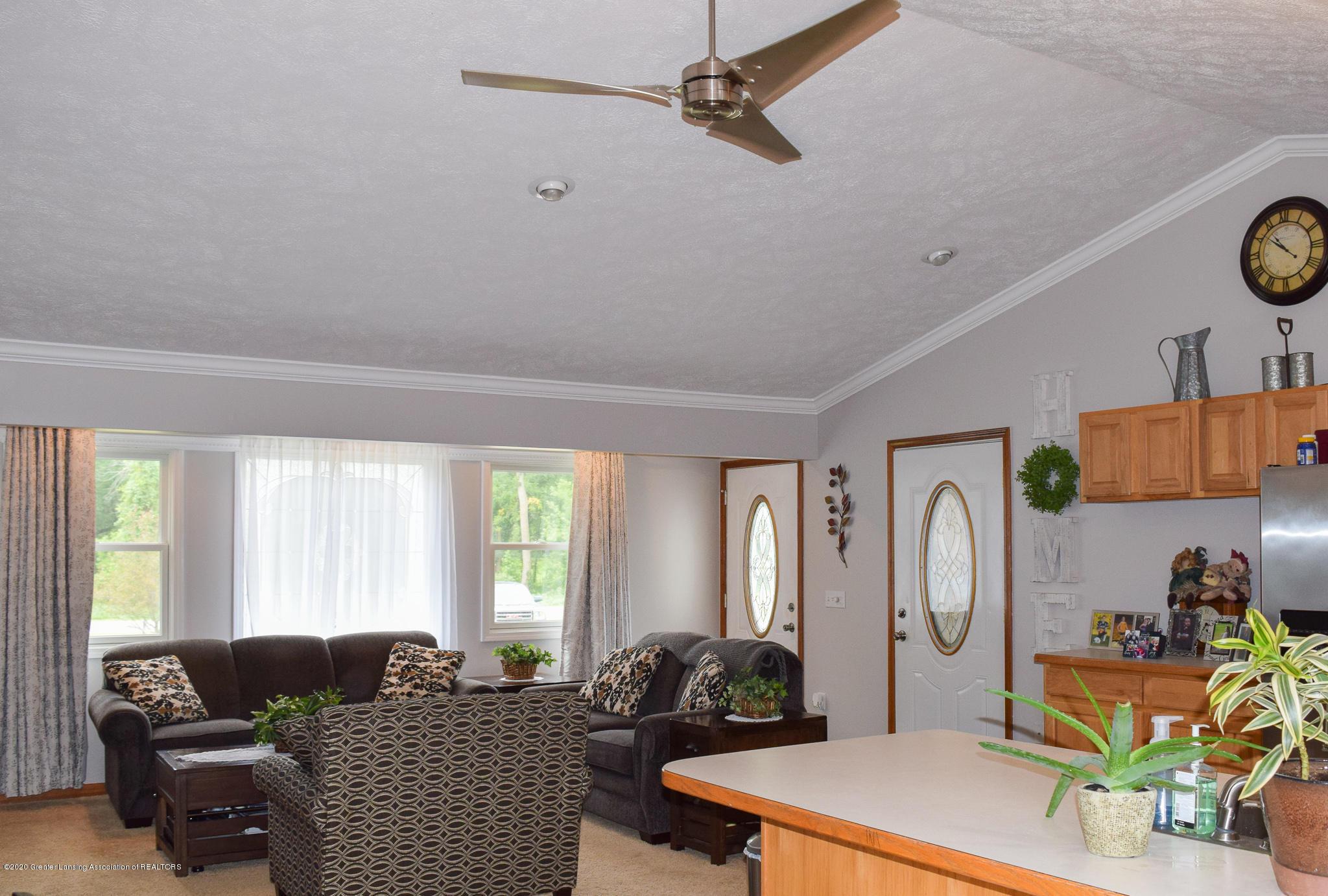 8346 W Bennington Rd - Living Room - 13