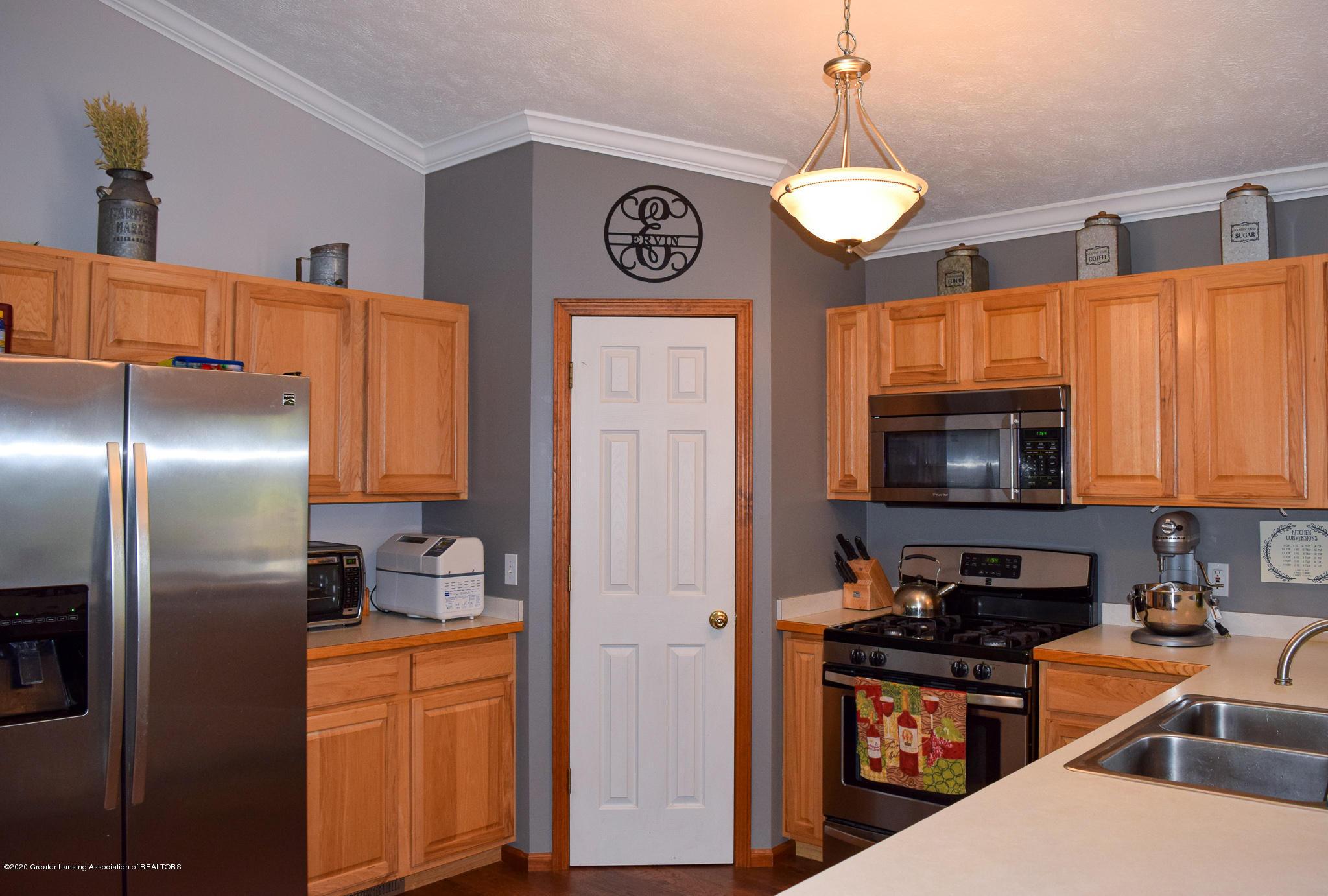 8346 W Bennington Rd - Kitchen - 14