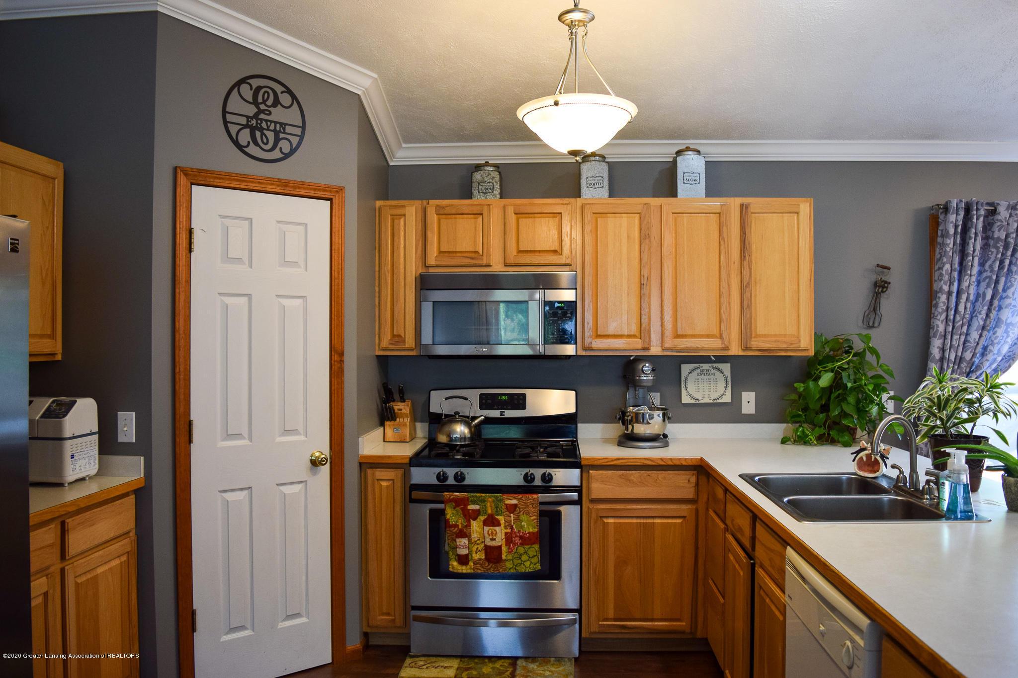 8346 W Bennington Rd - Kitchen - 16
