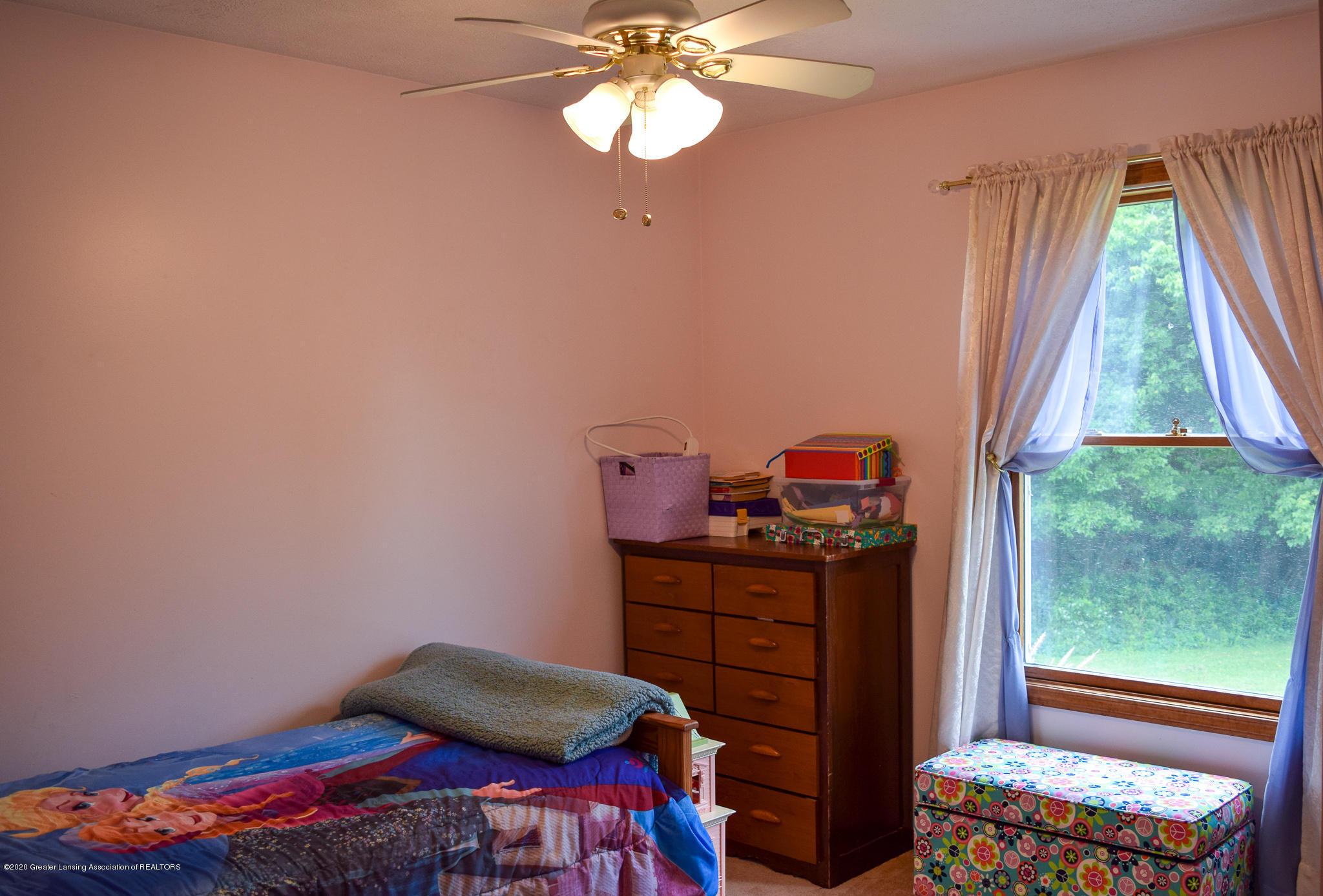 8346 W Bennington Rd - Bedroom 3 - 28