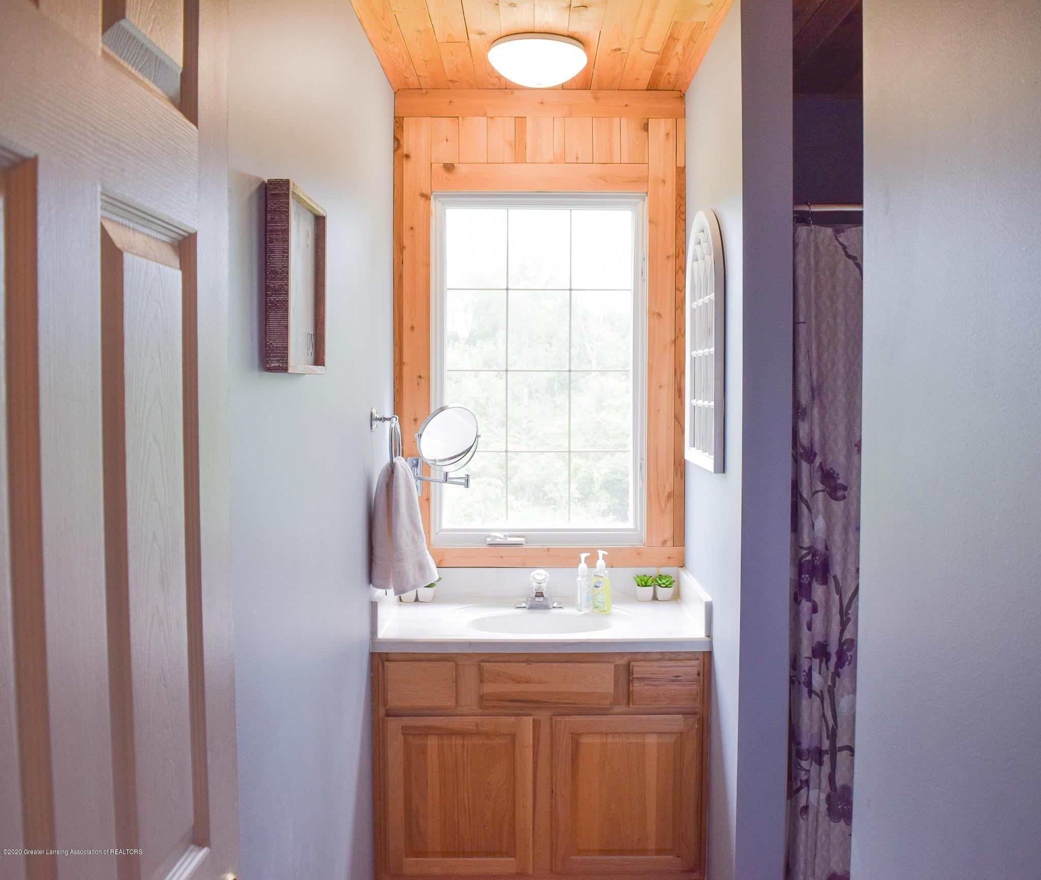 8346 W Bennington Rd - Full bath - 31