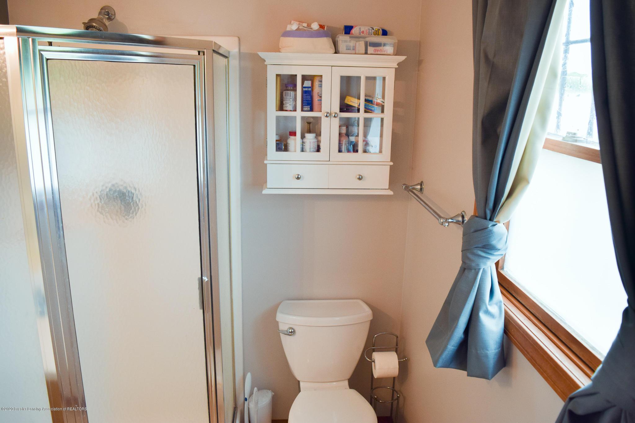 8346 W Bennington Rd - Master Bath - 24