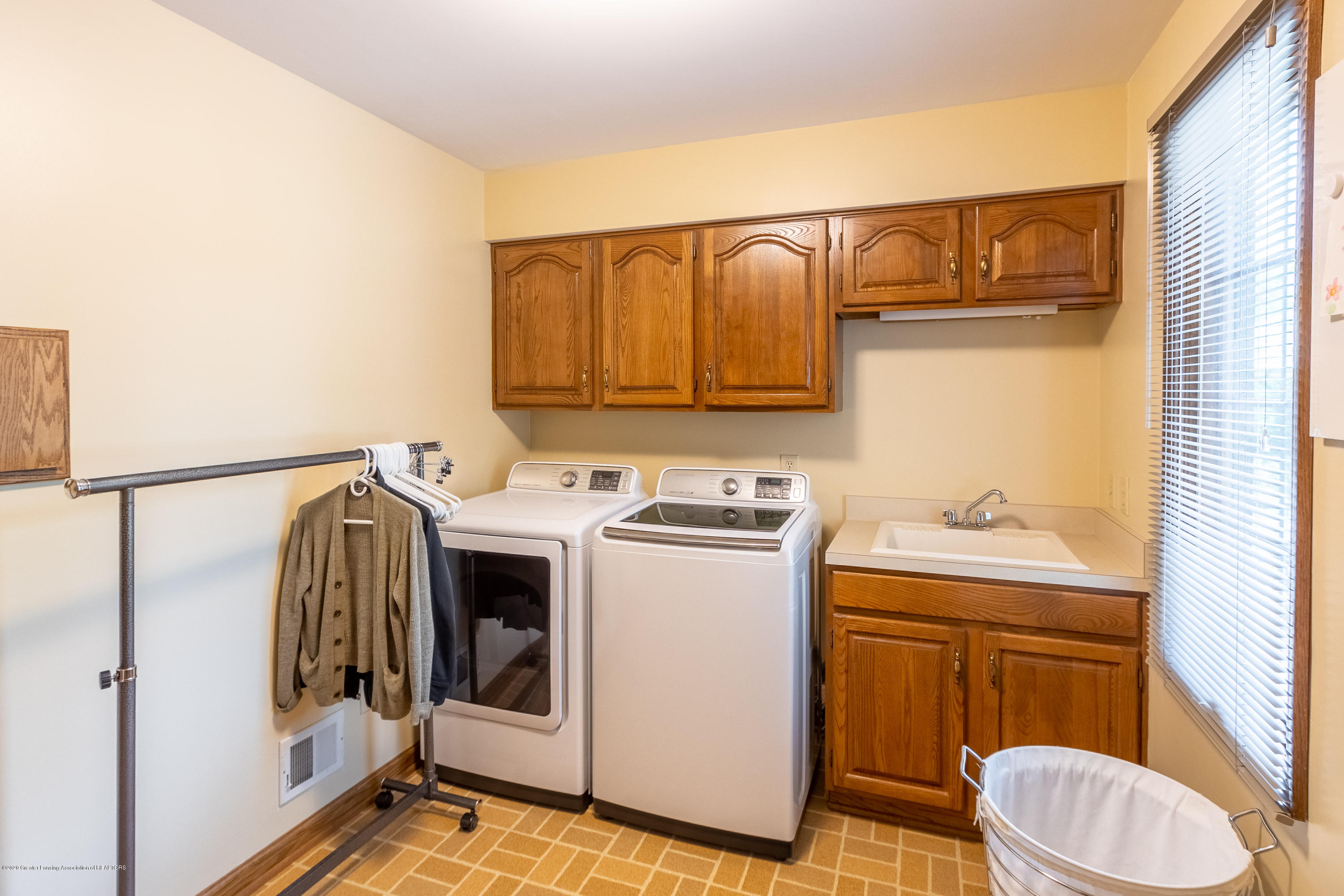 3892 Crooked Creek Rd - Laundry Room - 38