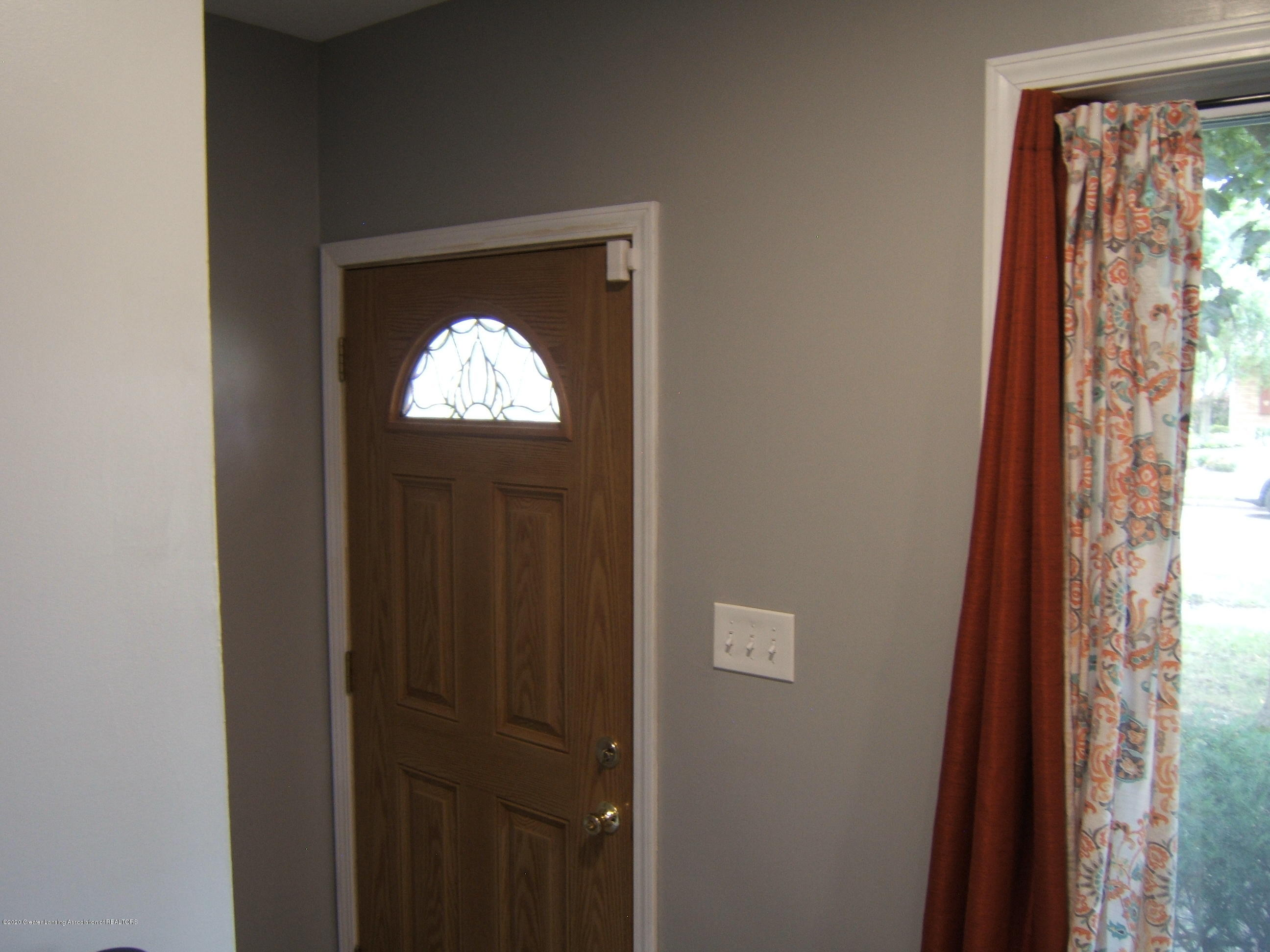3632 Alpine Dr - FRONT ENTRY - 13