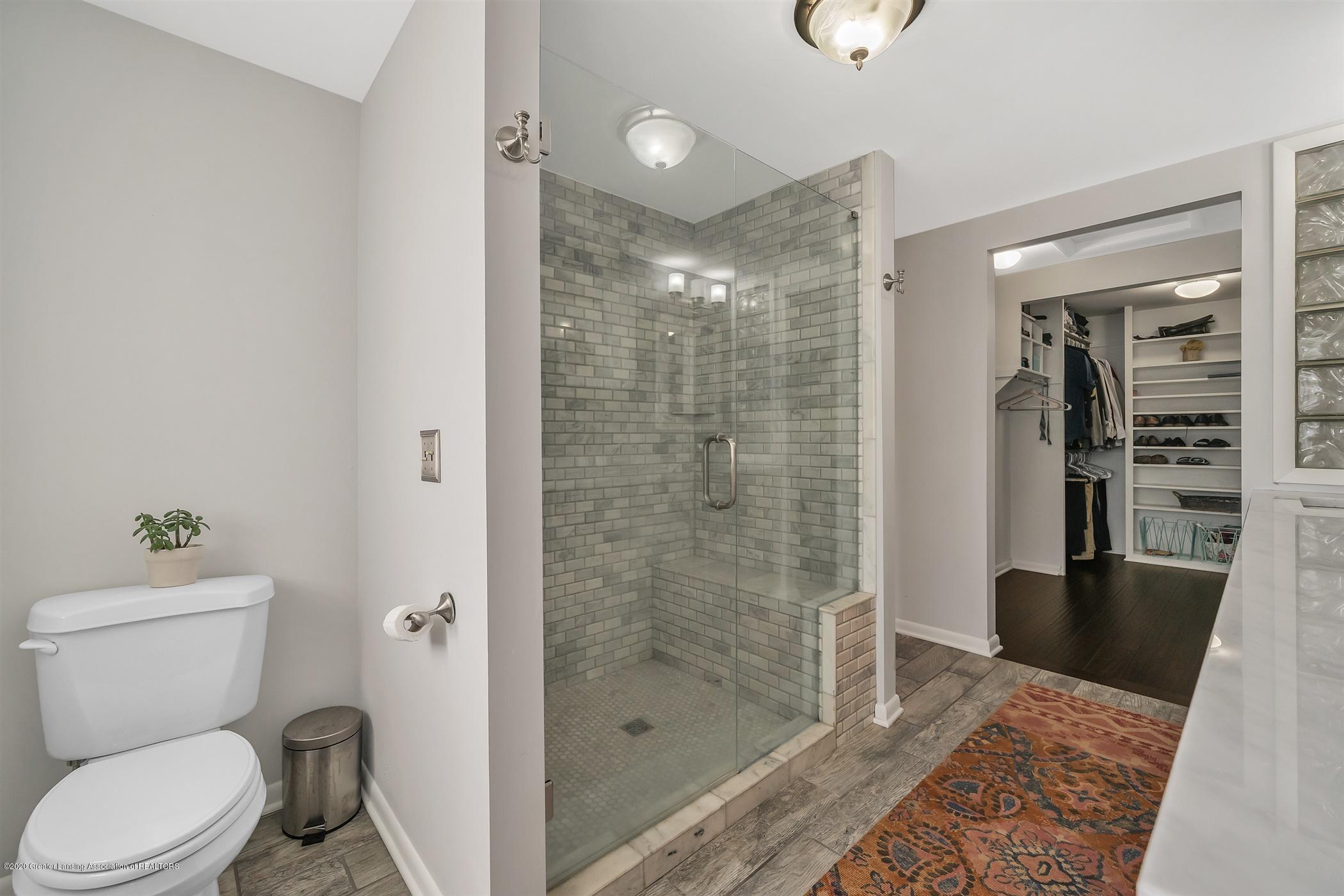 6069 Skyline Dr - (20) MAIN FLOOR Master Bathroom - 19