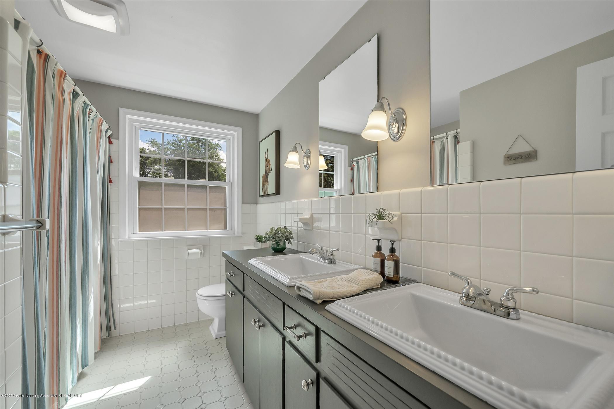 6069 Skyline Dr - (30) SECOND FLOOR Full Bathroom - 29